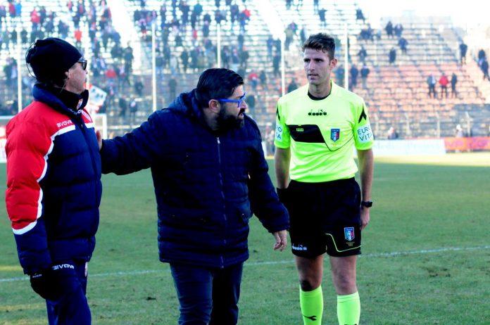 Morgia e Righi con l'arbitro di Mantova-Virtus Bergamo