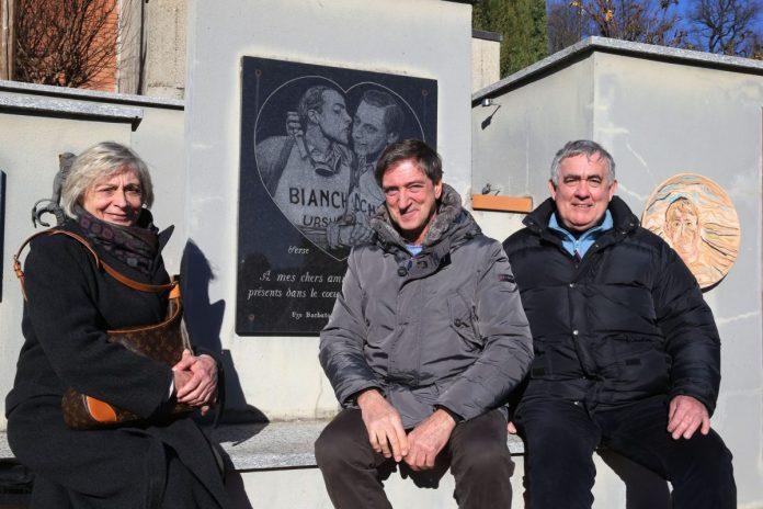 Fausto Armanini con i figli di Fausto Coppi sulla tomba del Campionissimo