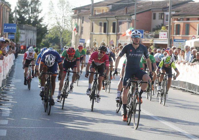 Lo sprint vincente di Attilio Viviani