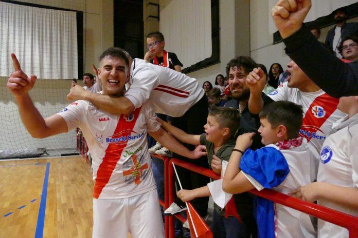 Leandro Leleco festeggiato dai tifosi