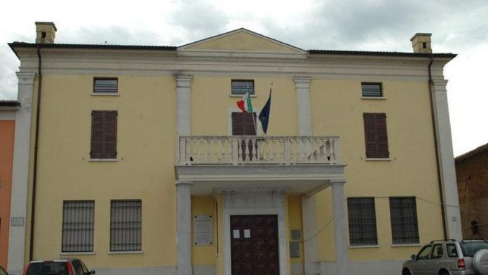 Il municipio di Casalromano