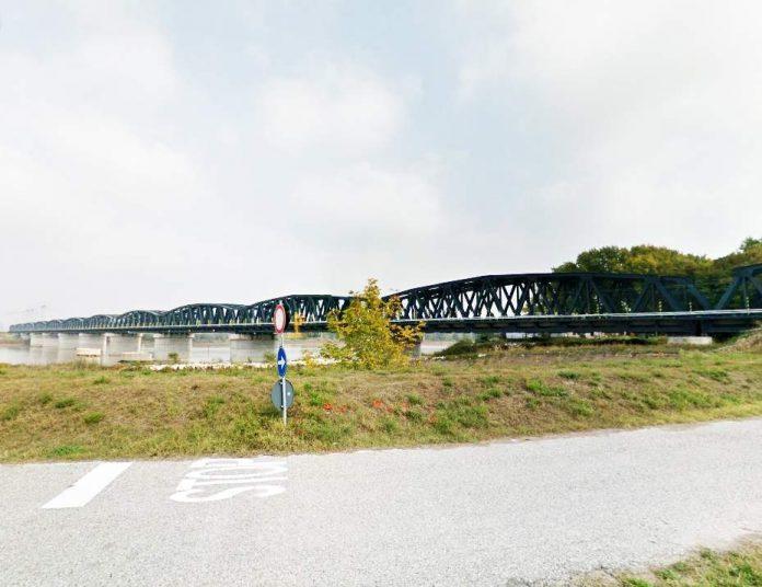 Il ponte sul Po tra Ostiglia e Revere
