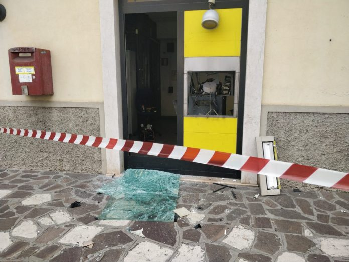 Il Postamat di Roverbella dopo l'assalto