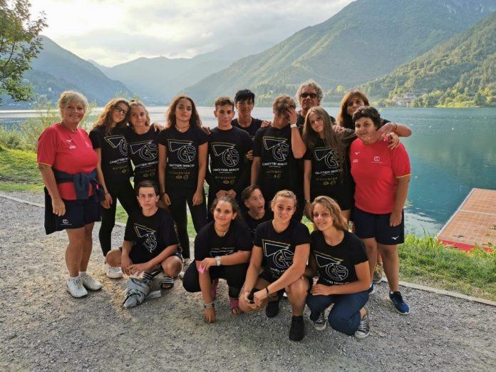 Gli atleti della Canottieri Mincio a Ledro