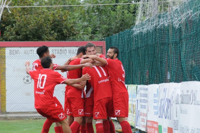 I giocatori del Mantova in festa dopo un gol