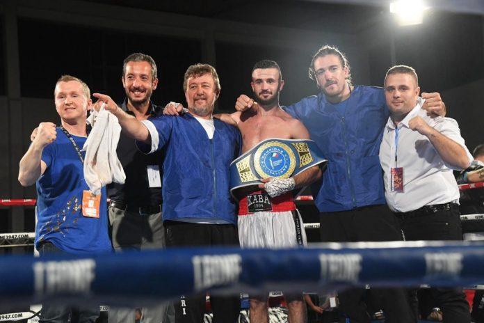 Arblin Kaba campione a Bologna. Il secondo da sinistra è Francesco Ventura