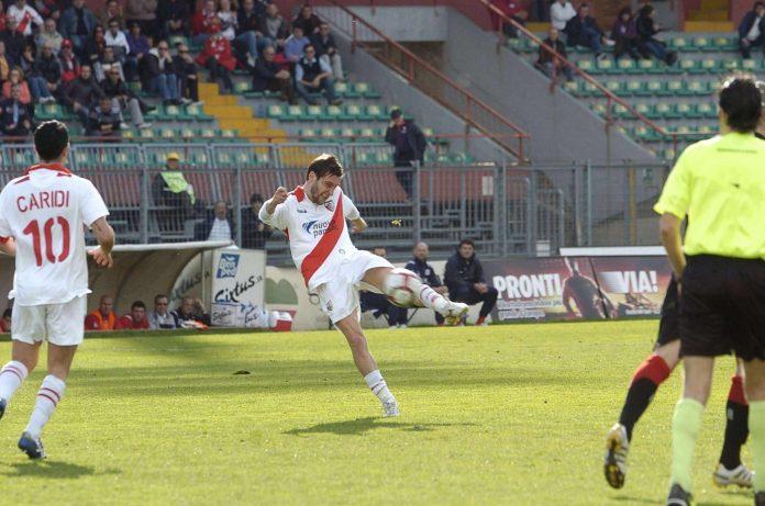 Il gol di Tarana al Vicenza nel 2010