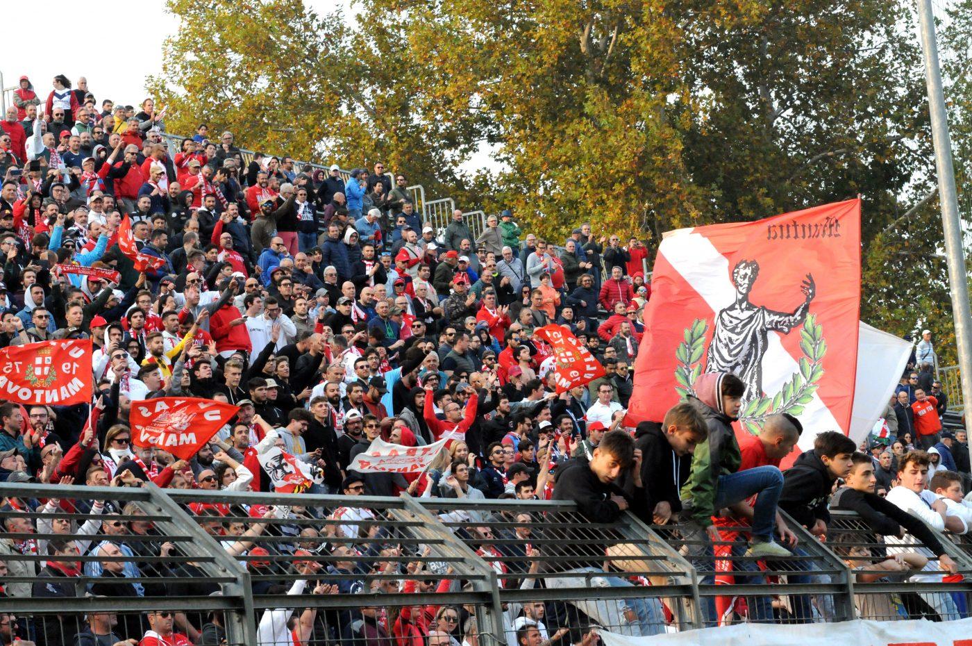 Calcio, il dietrofront della Lega Pro: