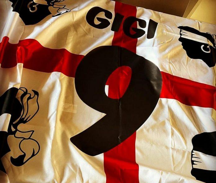 La bandiera in onore di bomber Scotto