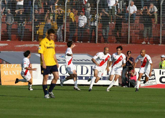 Gasparetto esulta dopo il gol dell'1-0
