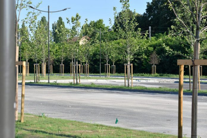 La nuova area parcheggio di fronte al Martelli, in attesa di asfaltatura