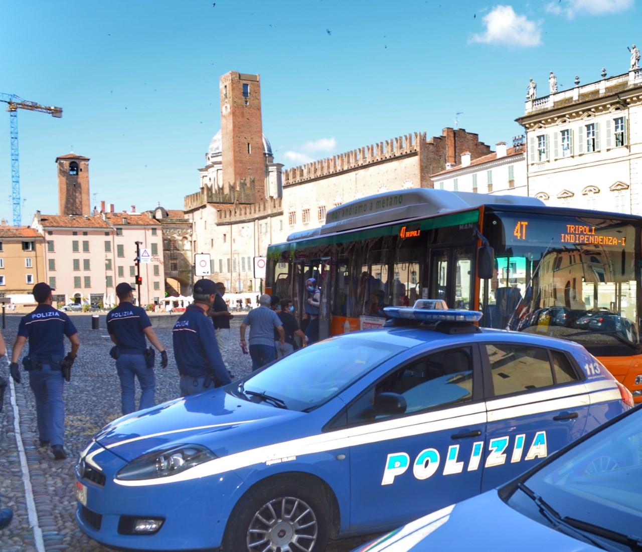 Controlli della Polizia sui bus: uno era senza biglietto e ...