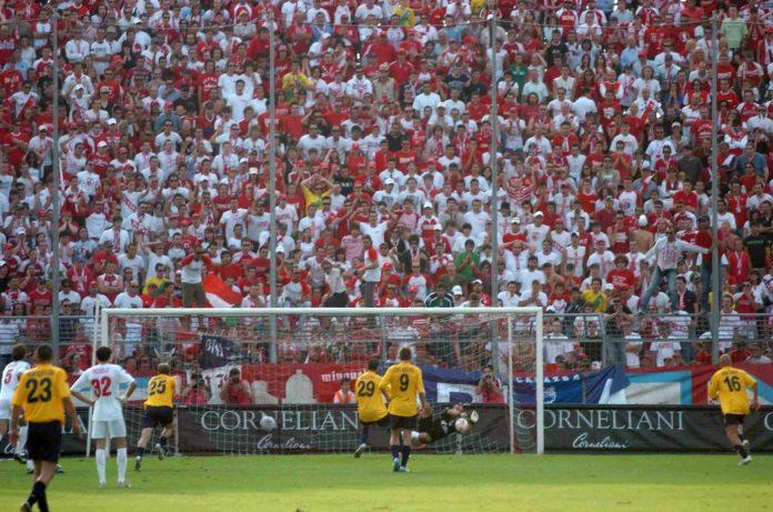 Brivio para il rigore a Bucchi nella semifinale play off del 2006