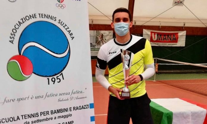Lorenzo Bonizzi in versione tennista