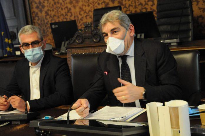 Il sindaco Mattia Palazzi e l'assessore regionale Raffaele Cattaneo