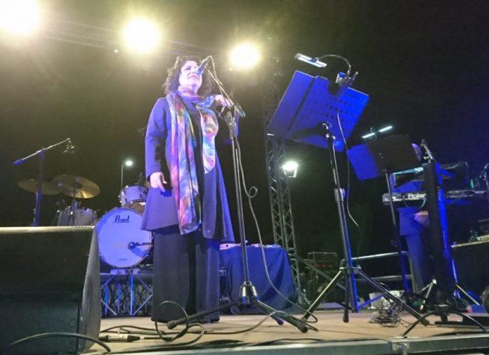 Antonella Ruggiero sul palco di Cerese