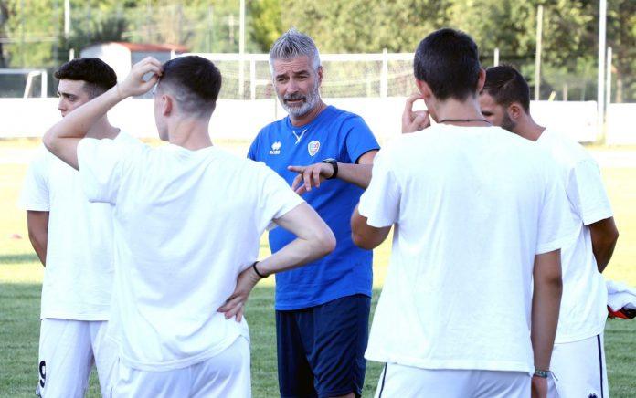 Luca Vaccari con i suoi giocatori